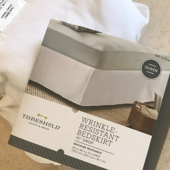 Threshold Wrinkle Resistant Ivory Bedskirt Size Full or Queen